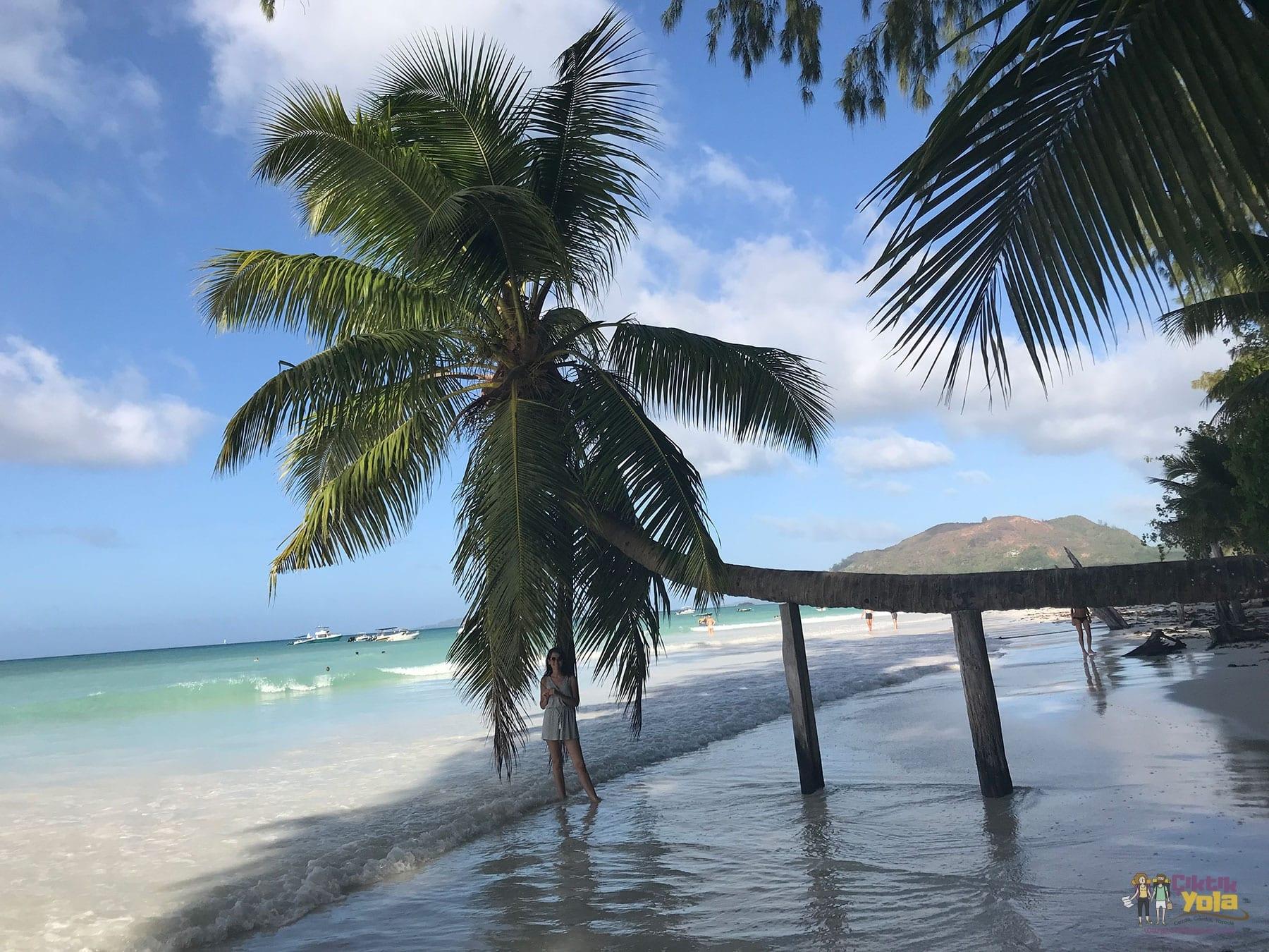 plage praslin seychelles