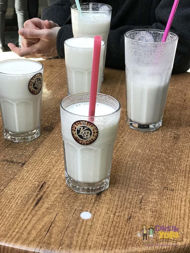 Adana Kazım Büfe Muzlu Süt