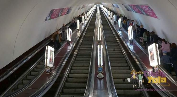 Arsenalna Metro İstasyonu